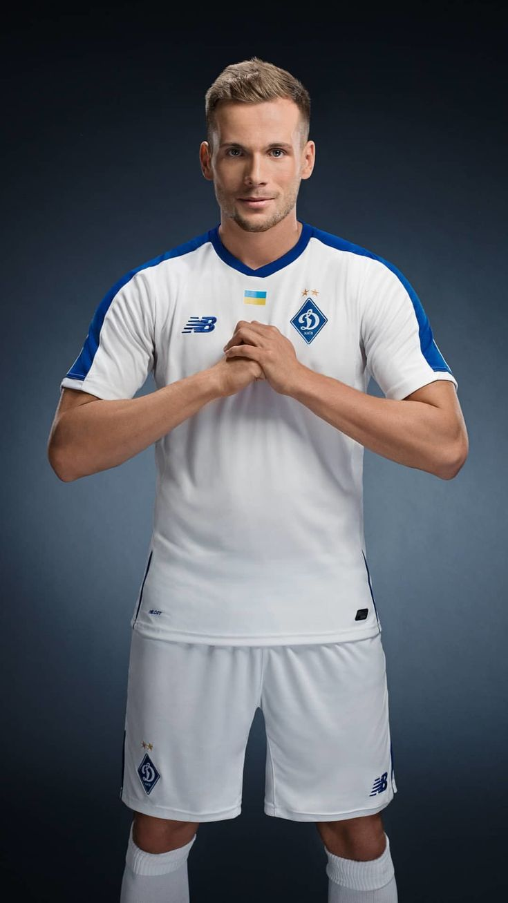 Динамо» представило новую форму от New Balance   Футбольный Клуб 4cb535dc21e05
